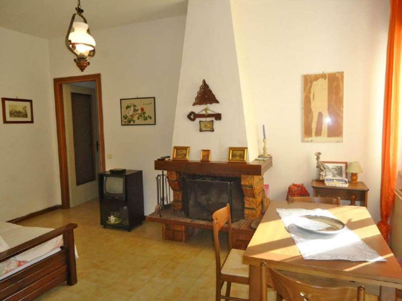 Appartamento in buone condizioni arredato in vendita Rif. 6182561