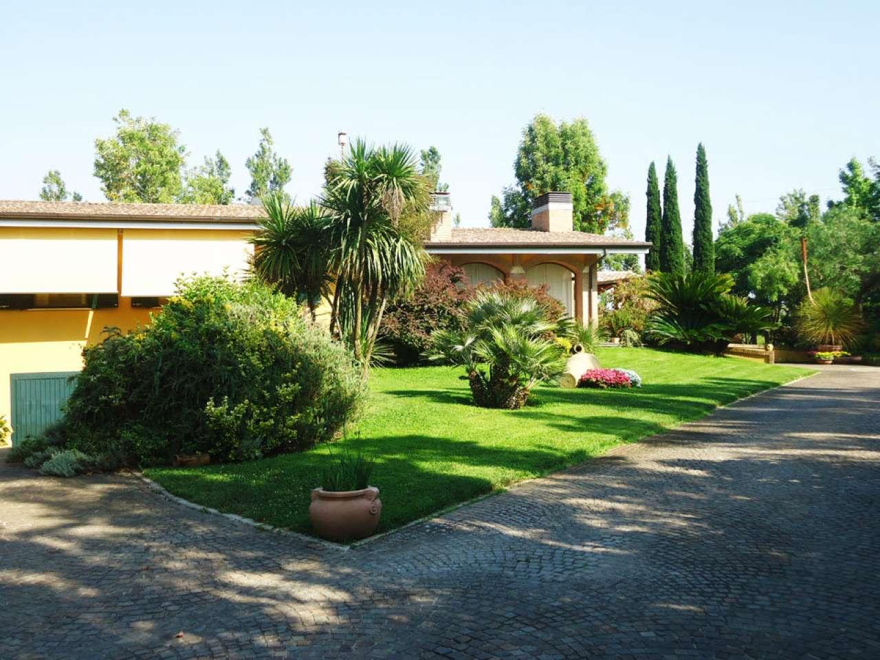 Villa bifamiliare in vendita a Latina (LT)