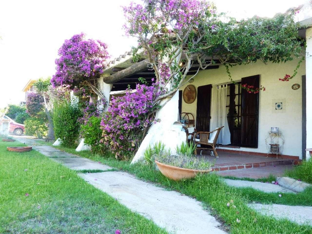 Villa in discrete condizioni parzialmente arredato in vendita Rif. 5272985