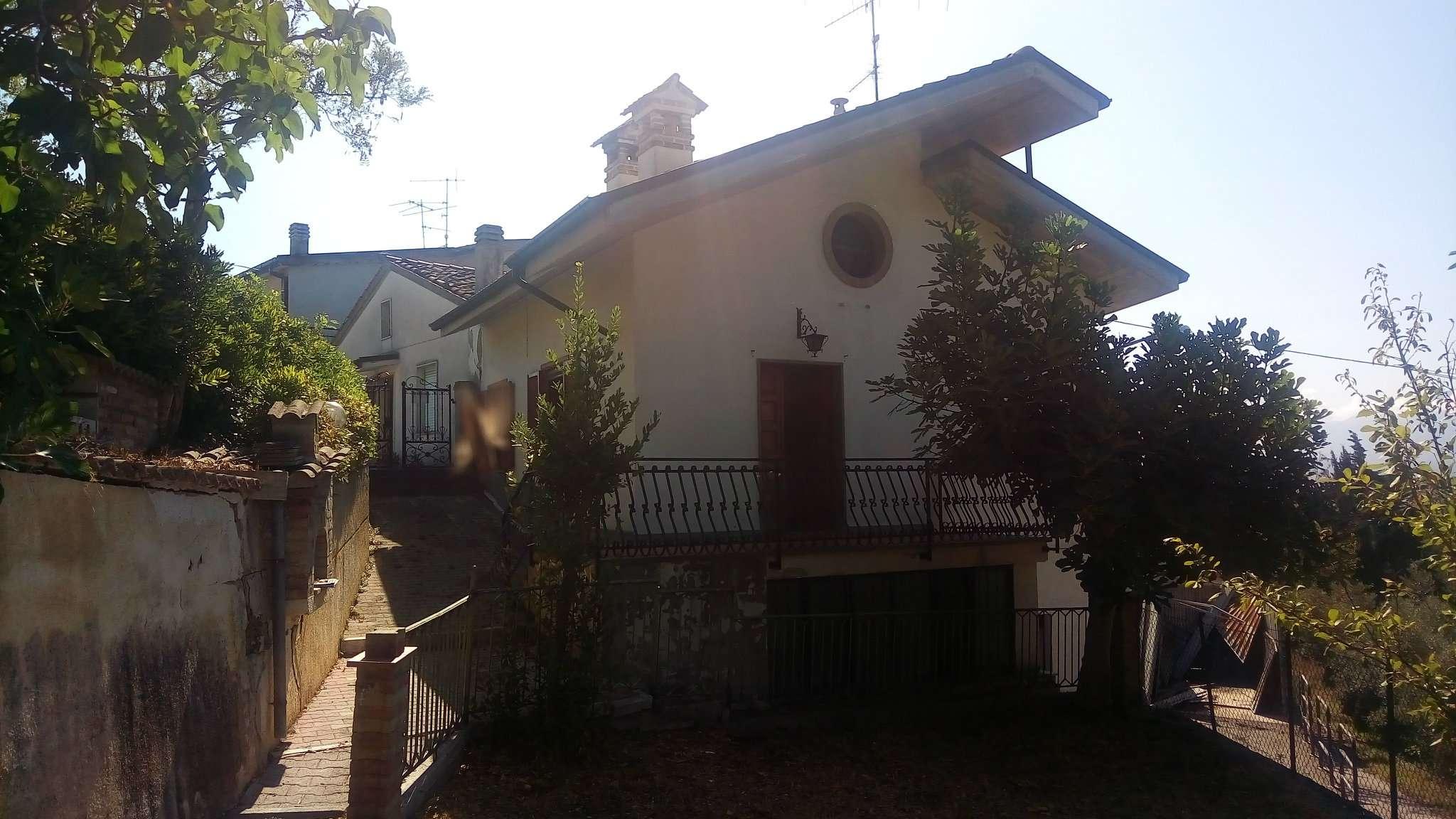 Appartamento in buone condizioni in vendita Rif. 8611566