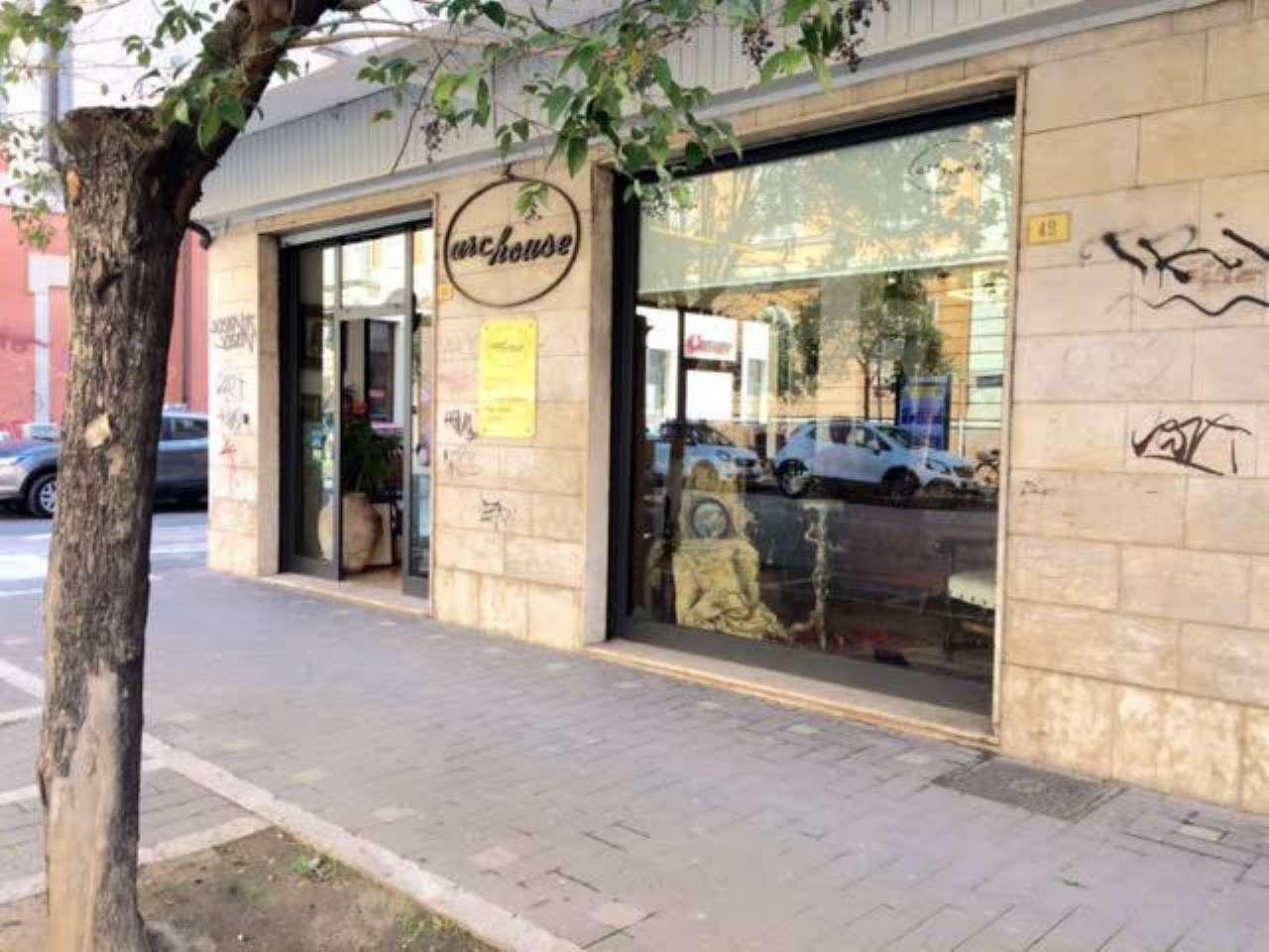 Ampio locale commerciale con sei vetrine Rif. 6058665