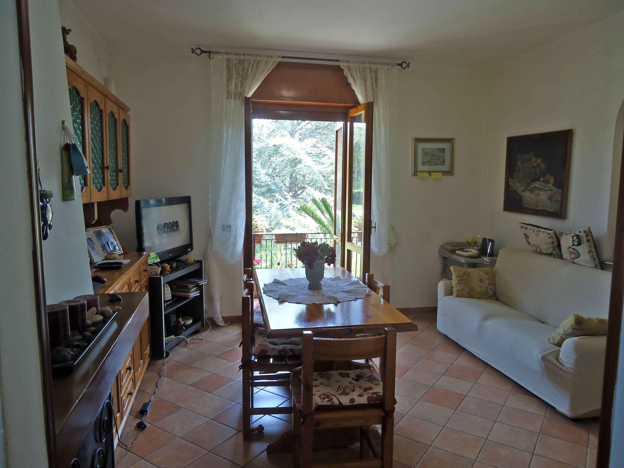 Ampio appartamento con due balconi panoramici e garage