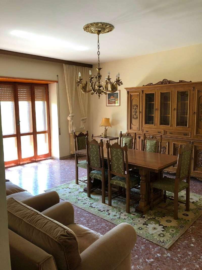 Ampio appartamento con piccolo giardino e garage