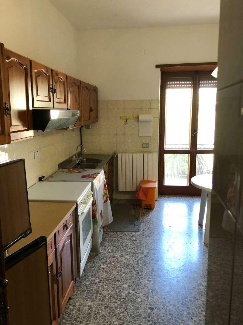 Ampio appartamento con piccolo giardino e garage, foto 3