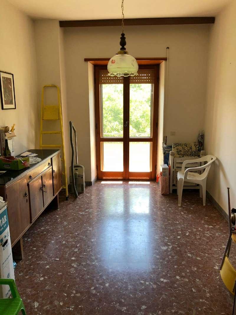 Ampio appartamento con piccolo giardino e garage, foto 8