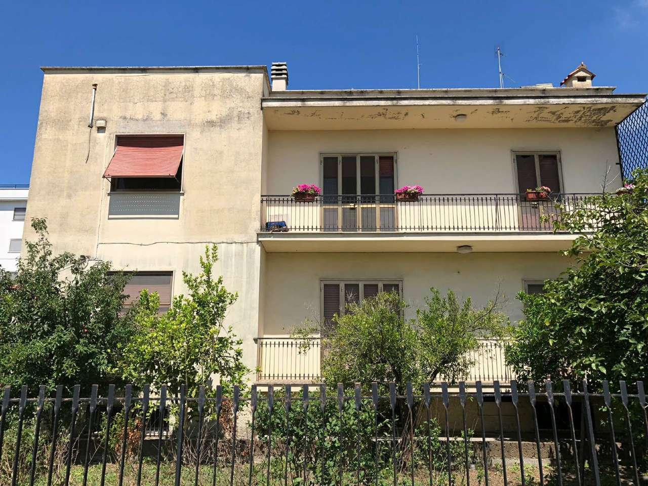 Ampio appartamento con piccolo giardino e garage, foto 14