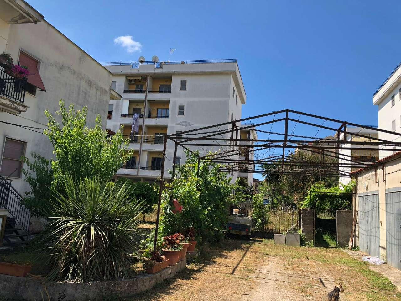 Ampio appartamento con piccolo giardino e garage, foto 12