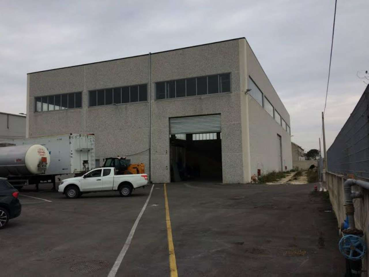 Ampio capannone di recente costruzione Rif. 7592066