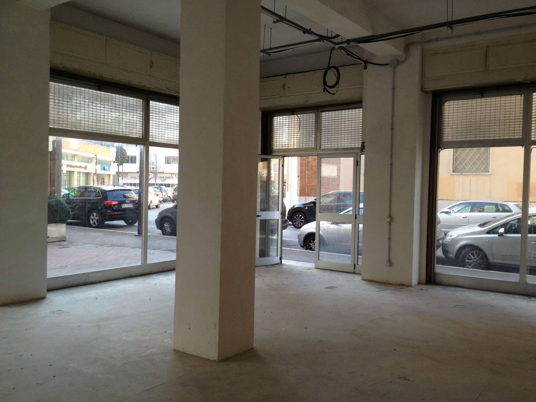 Locale commerciale ad uso negozio con vetrine Rif. 8007289