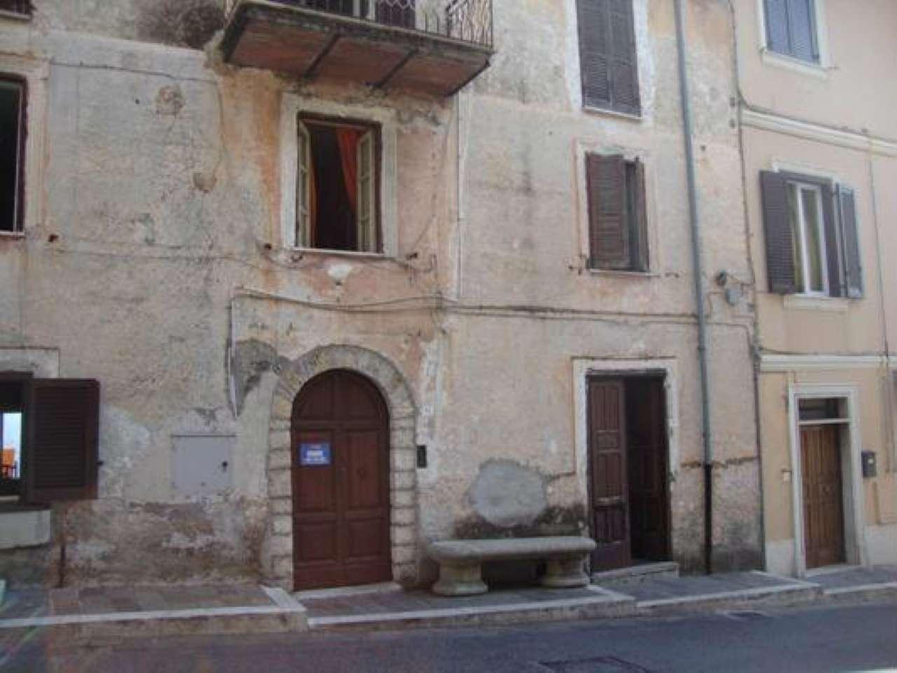 Quadrilocale da ristrutturare con terrazzo e balcone