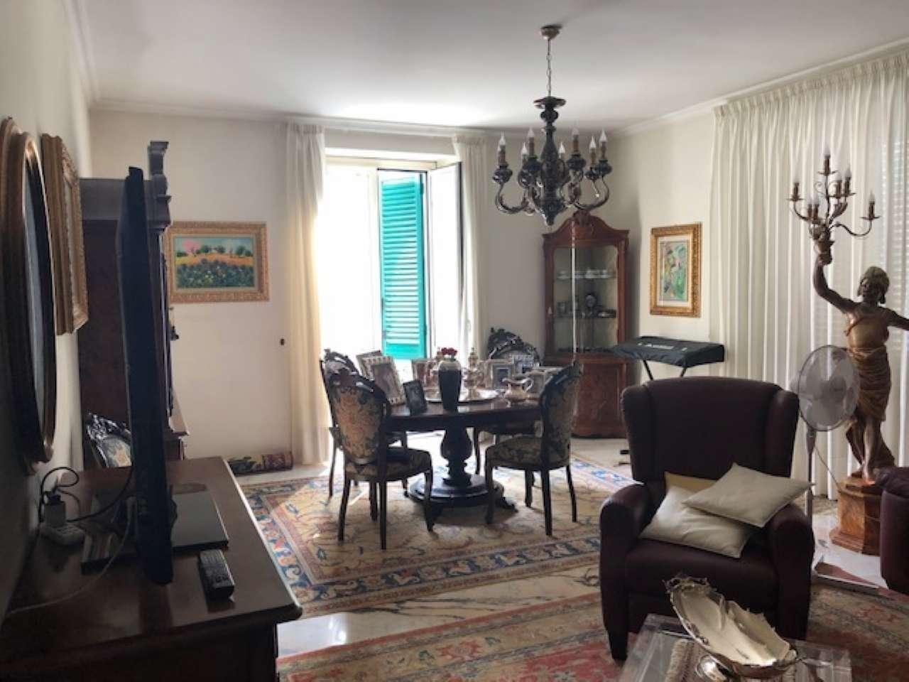 Appartamento in buone condizioni in vendita Rif. 8329591