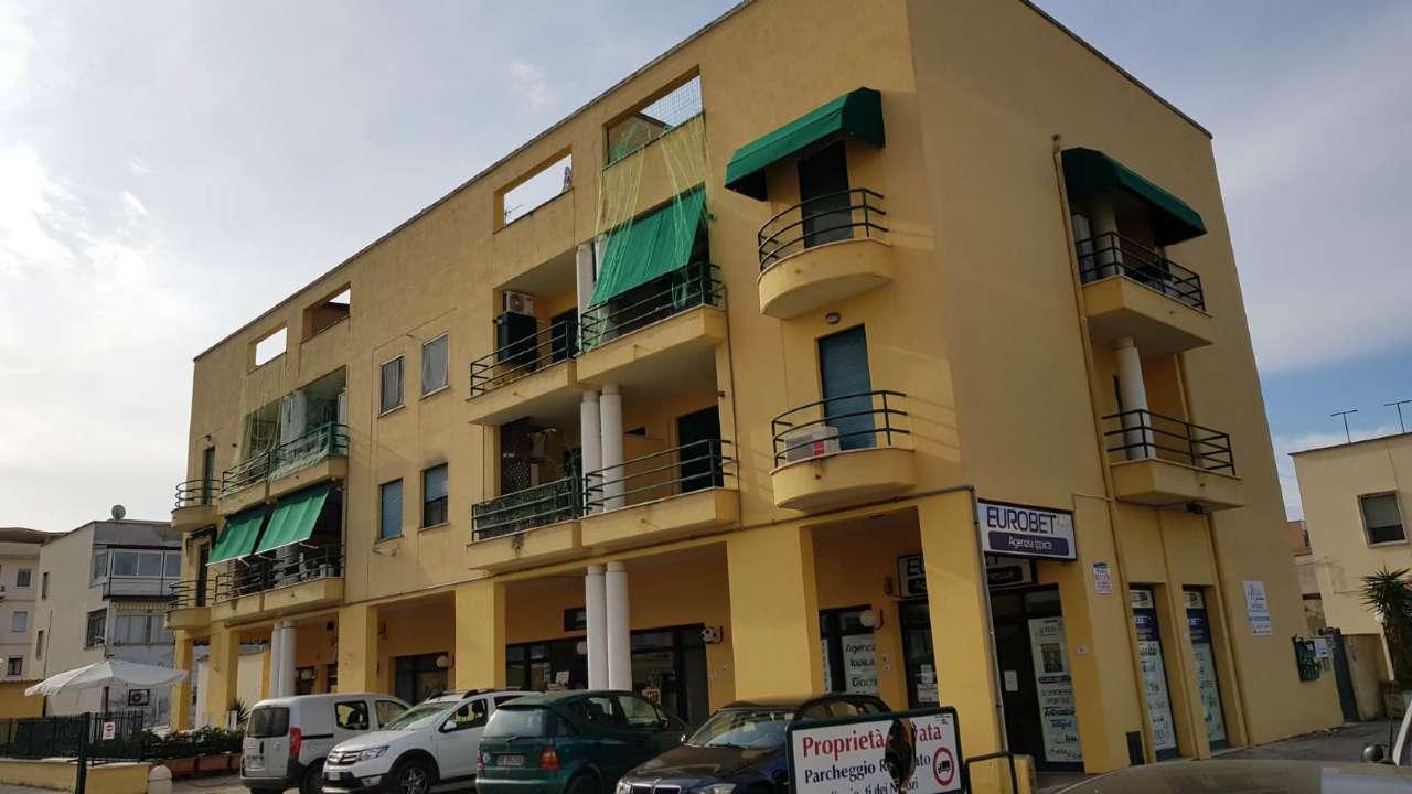 Locale commerciale con parcheggio privato in zona centrale Rif. 8649850