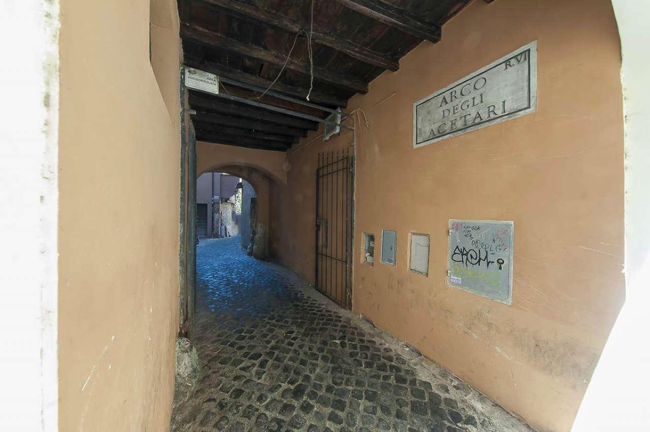 Locale commerciale, via Arco degli Acetari, Centro storico-Campo de' Fiori, Roma, foto 1