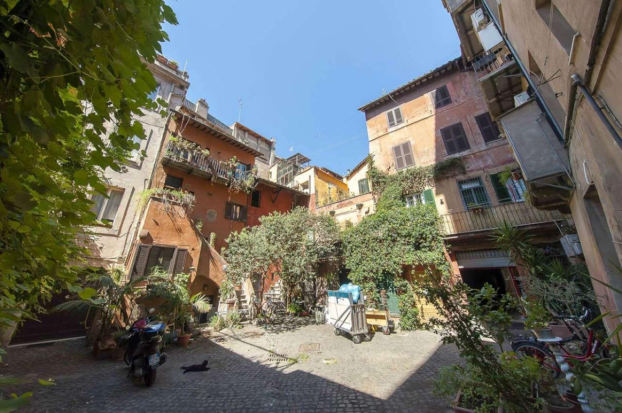 Locale commerciale, via Arco degli Acetari, Centro storico-Campo de' Fiori, Roma, foto 0