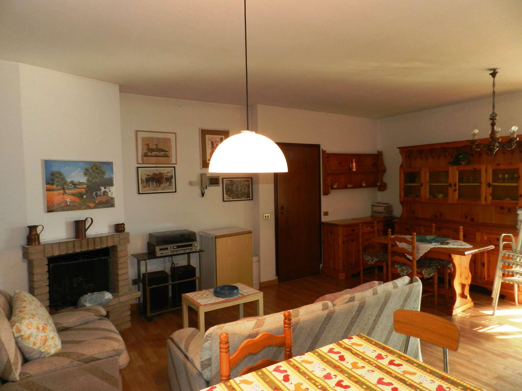 Appartamento in buone condizioni arredato in vendita Rif. 5273518