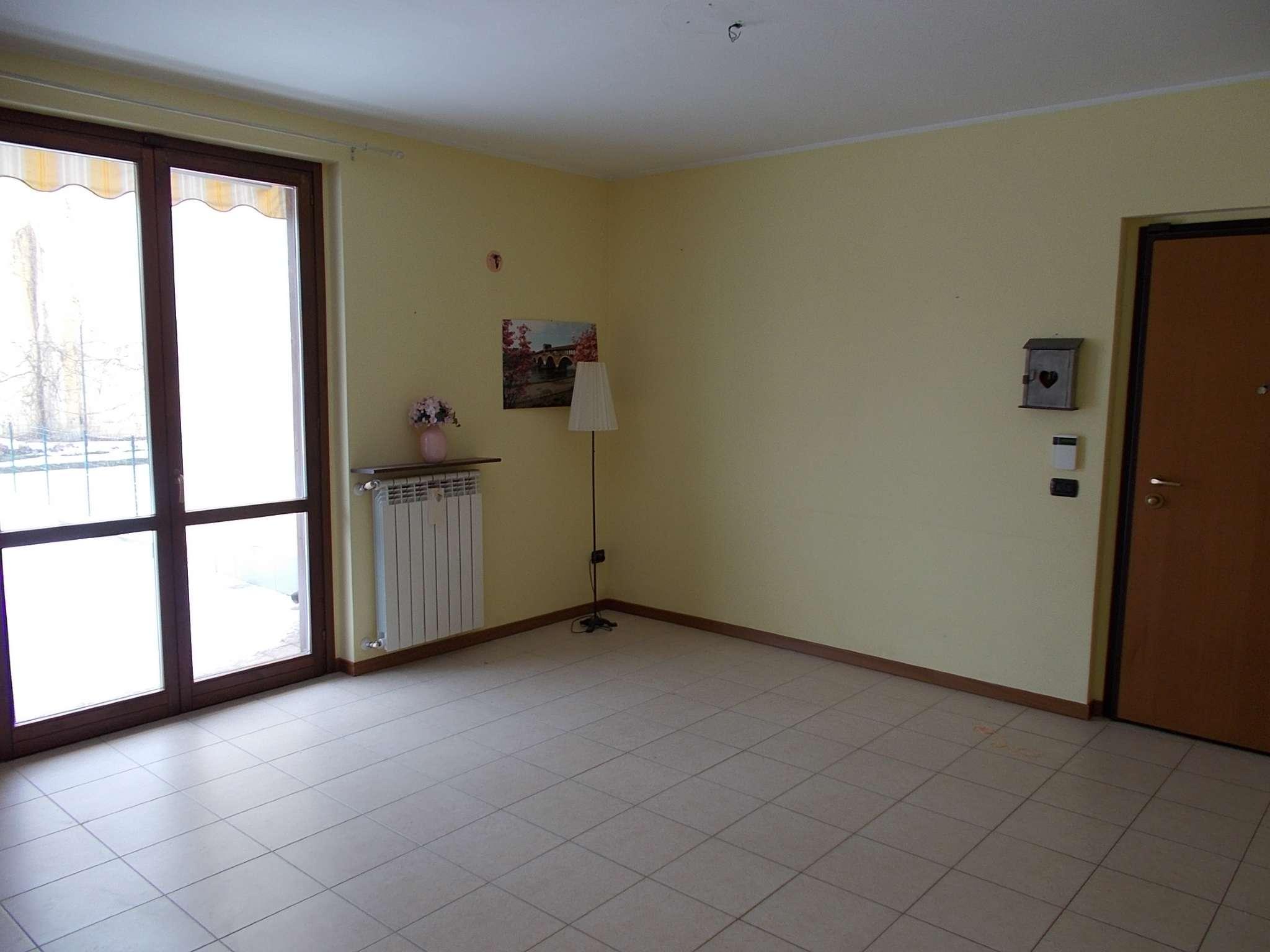 Appartamento in ottime condizioni parzialmente arredato in vendita Rif. 5771543