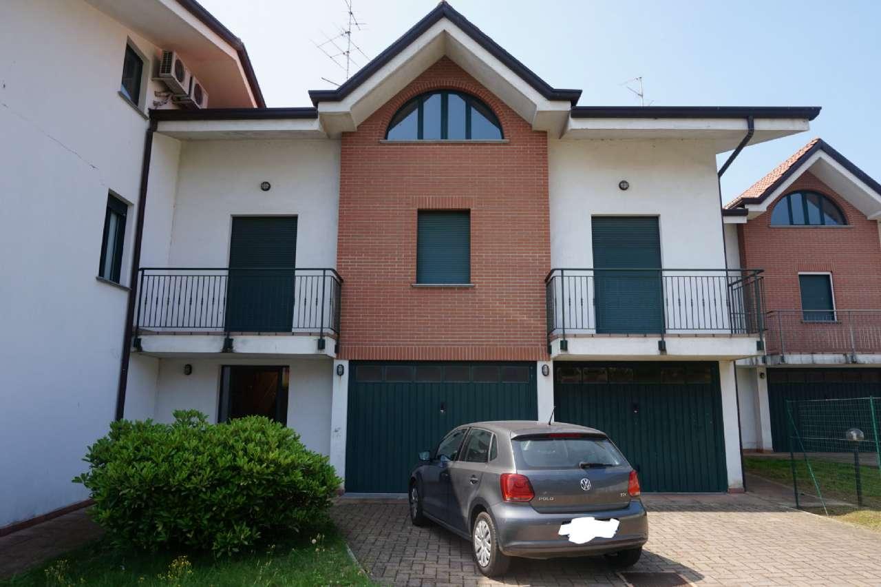 Villa A Tre Piani villa a schiera su tre piani con giardino e box doppio