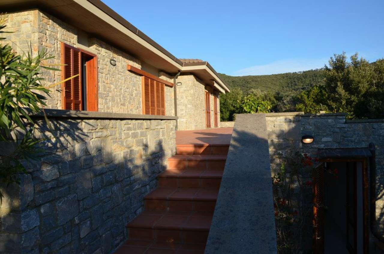 Villa in buone condizioni in vendita Rif. 7861274