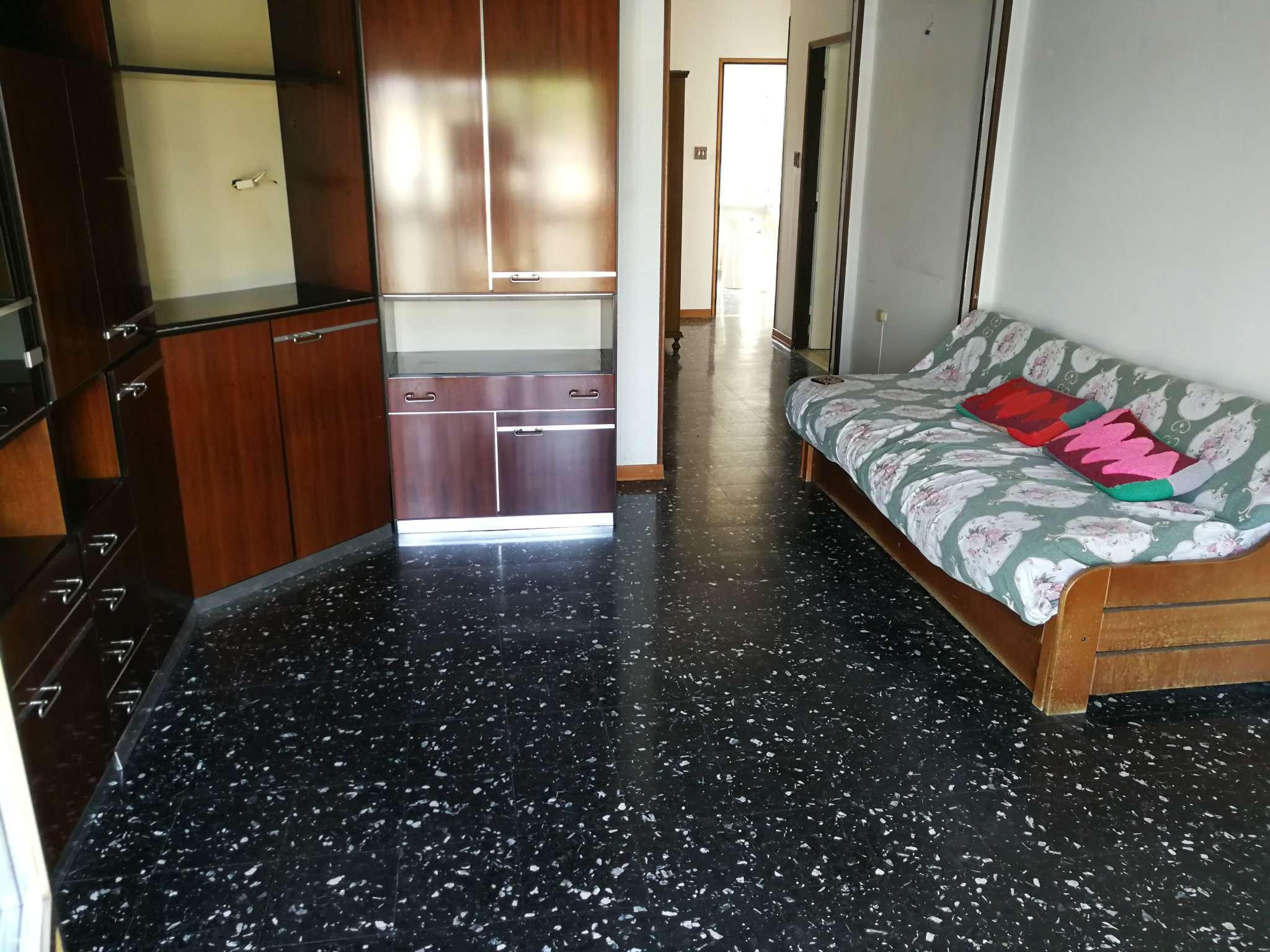 Appartamento da ristrutturare parzialmente arredato in vendita Rif. 8038945
