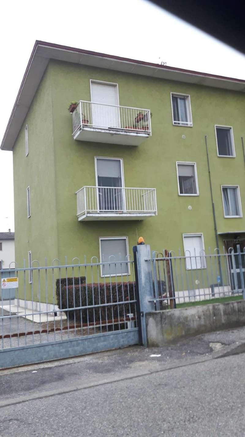 Appartamento in buone condizioni arredato in vendita Rif. 8007297