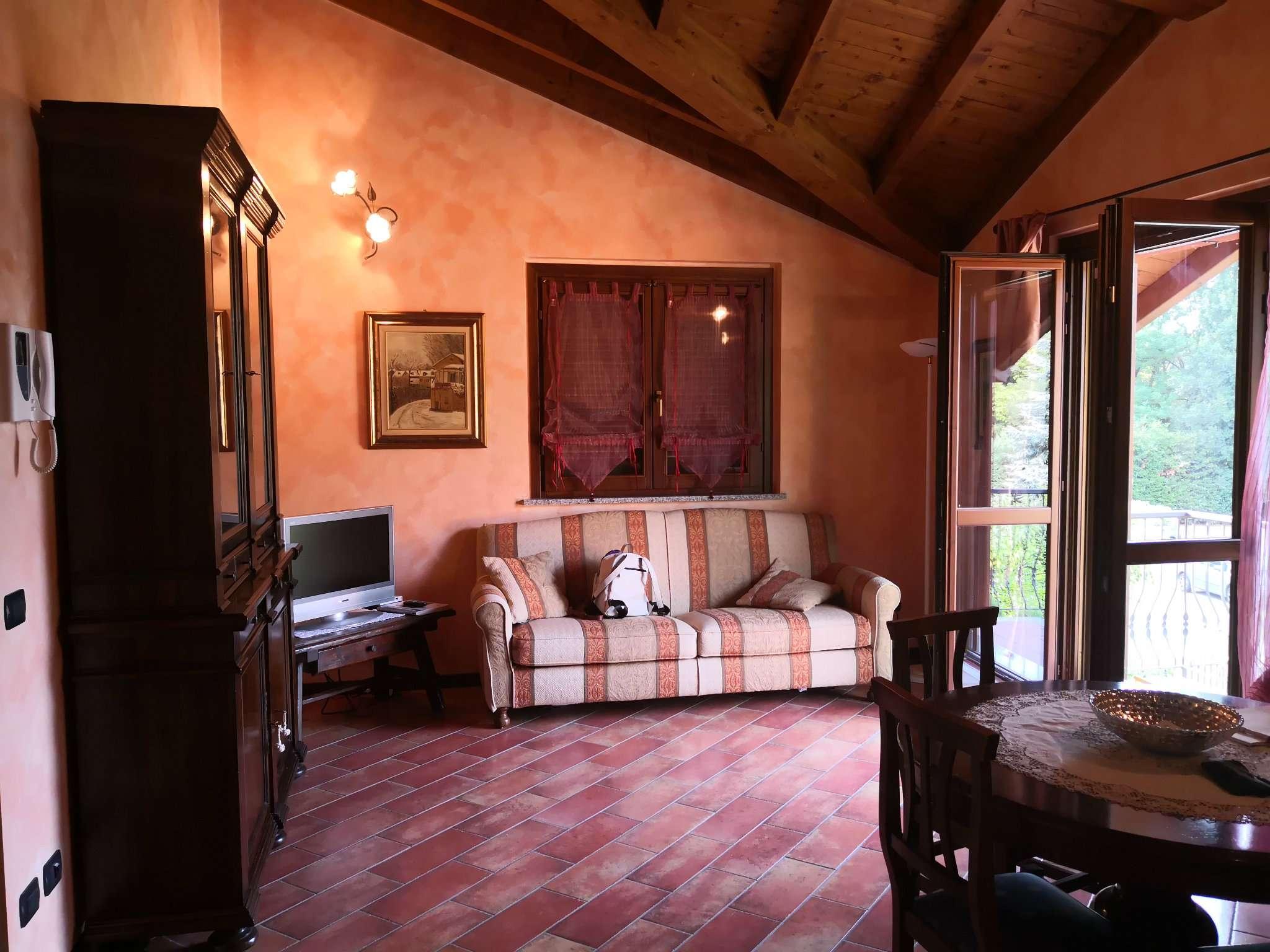 Appartamento in ottime condizioni in vendita Rif. 8066572
