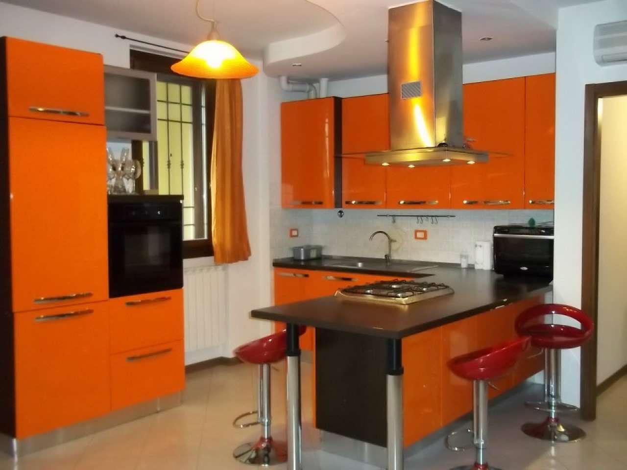 Appartamento in ottime condizioni parzialmente arredato in vendita Rif. 8778918