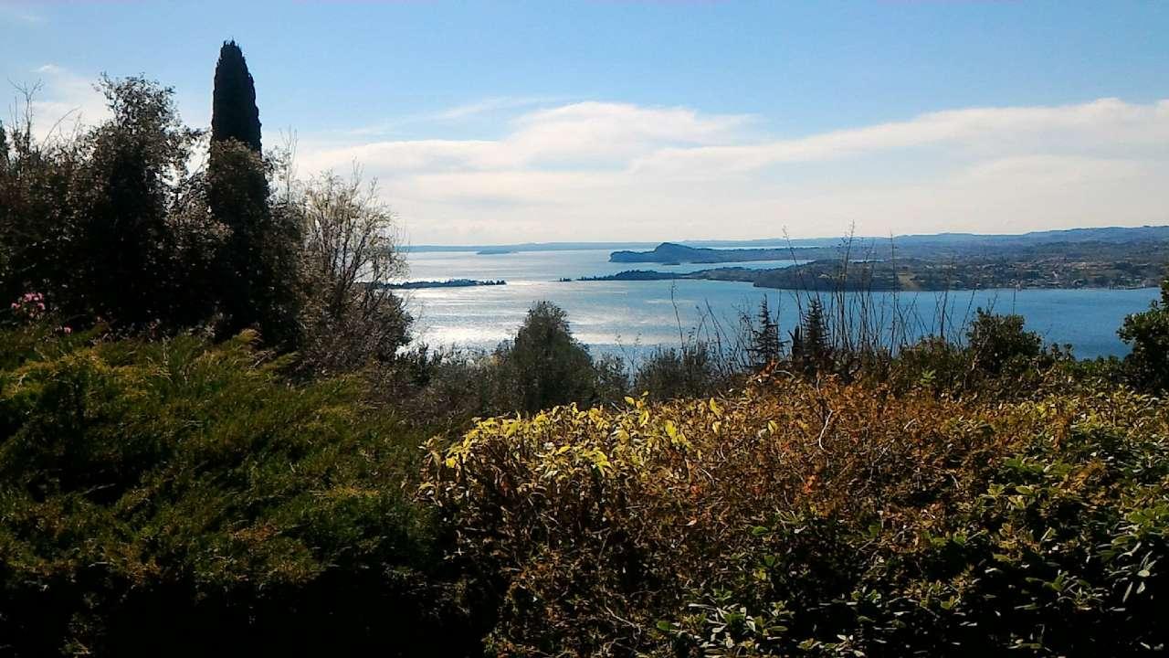 Prestigiosa villa singola immersa nel verde con panoramica vista lago, foto 2