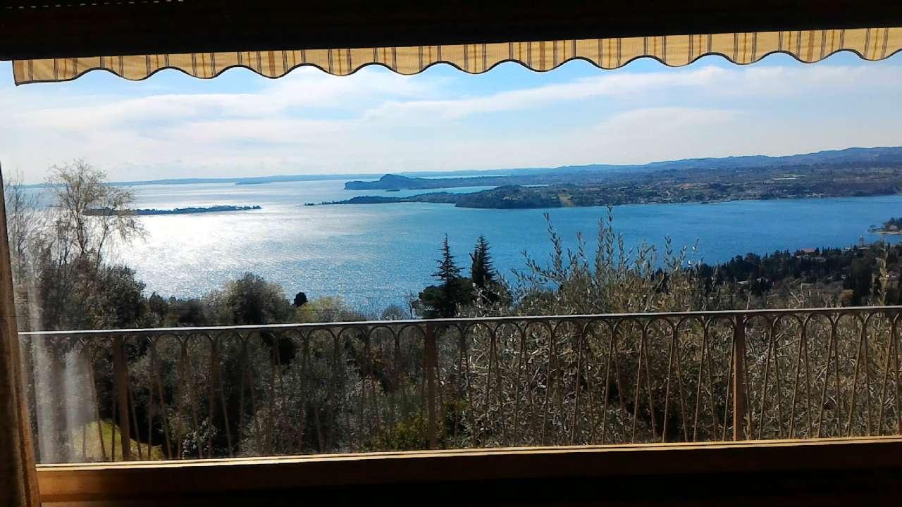 Prestigiosa villa singola immersa nel verde con panoramica vista lago, foto 1