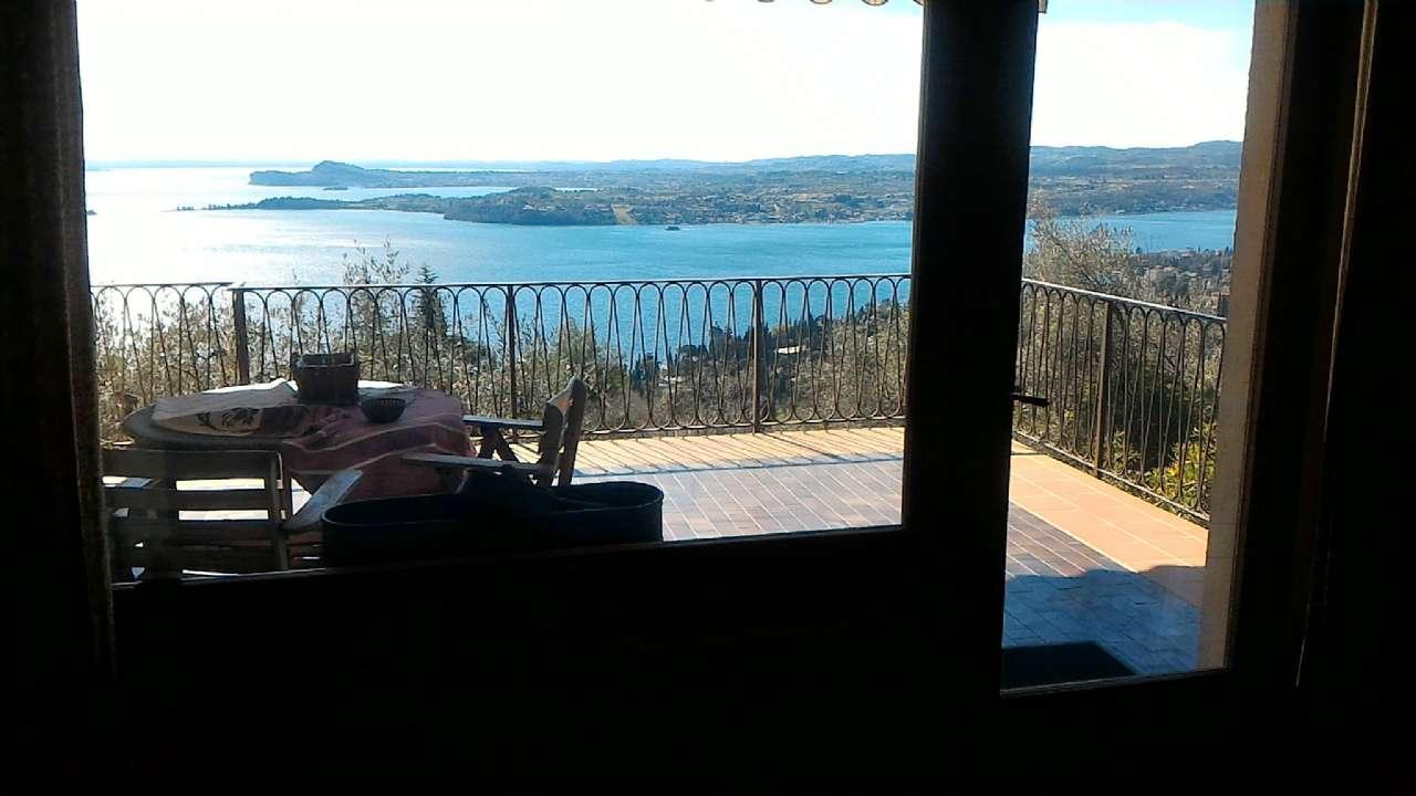 Prestigiosa villa singola immersa nel verde con panoramica vista lago, foto 0