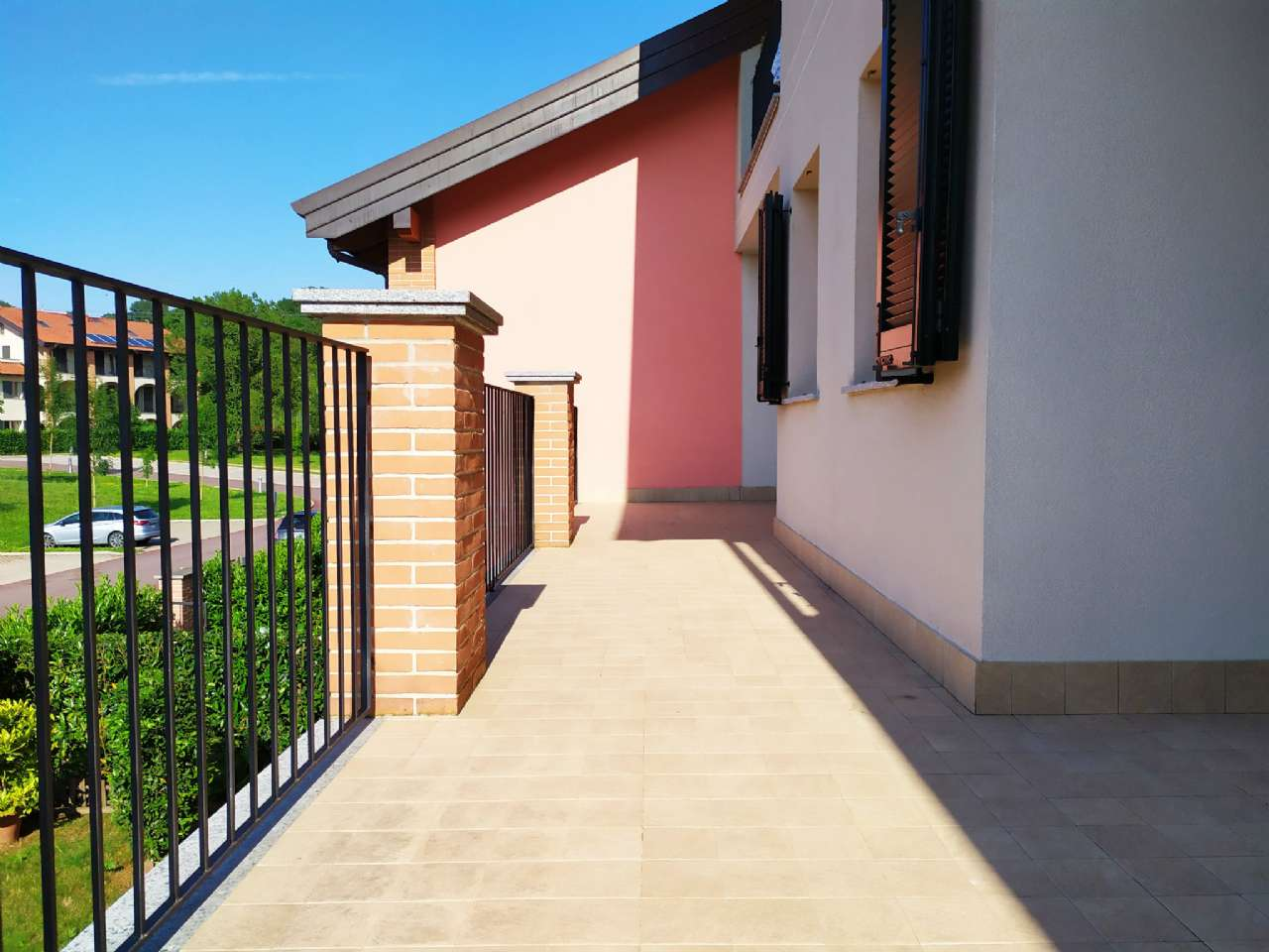 Lissago-Calcinate - Trilocale con ampio terrazzo panoramico e posto auto scoperto, foto 11