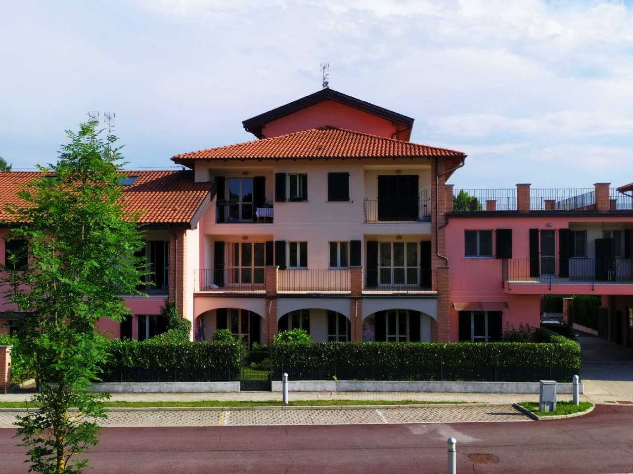 Lissago-Calcinate - Trilocale con ampio terrazzo panoramico e posto auto scoperto, foto 2