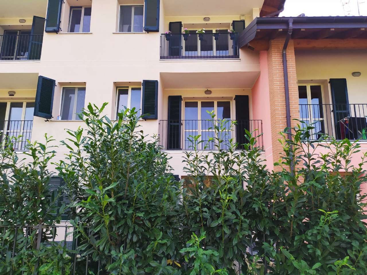 Lissago-Calcinate - Monolocale con terrazzino e posto auto scoperto, foto 0