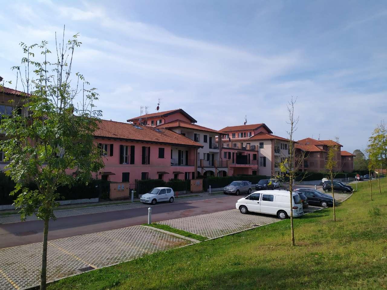 Lissago-Calcinate - Monolocale con terrazzino e posto auto scoperto, foto 1