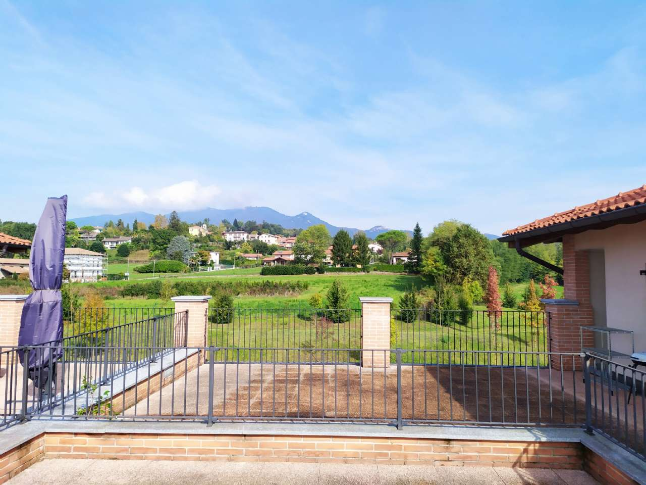 Lissago - Calcinate - Trilocale con grande terrazzo e box, foto 8