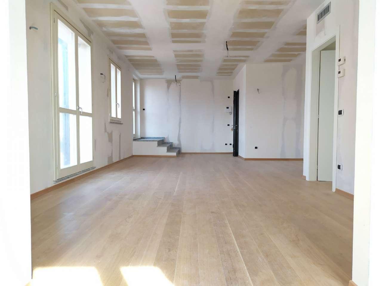 Lissago - Calcinate - Trilocale con grande terrazzo e box, foto 3