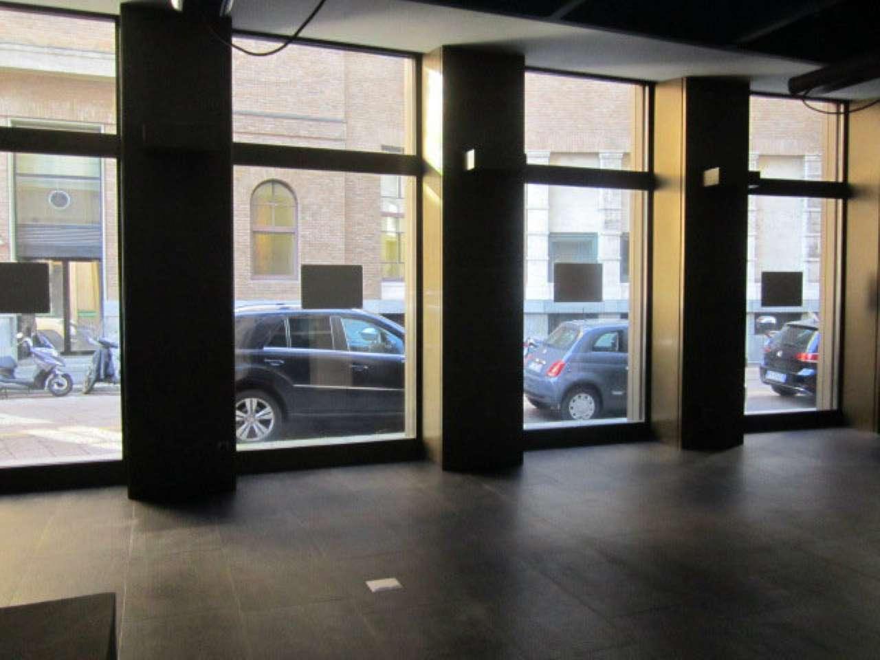 Centro storico - Ampio negozio con più vetrine fronte strada e cortile esclusivo, foto 2