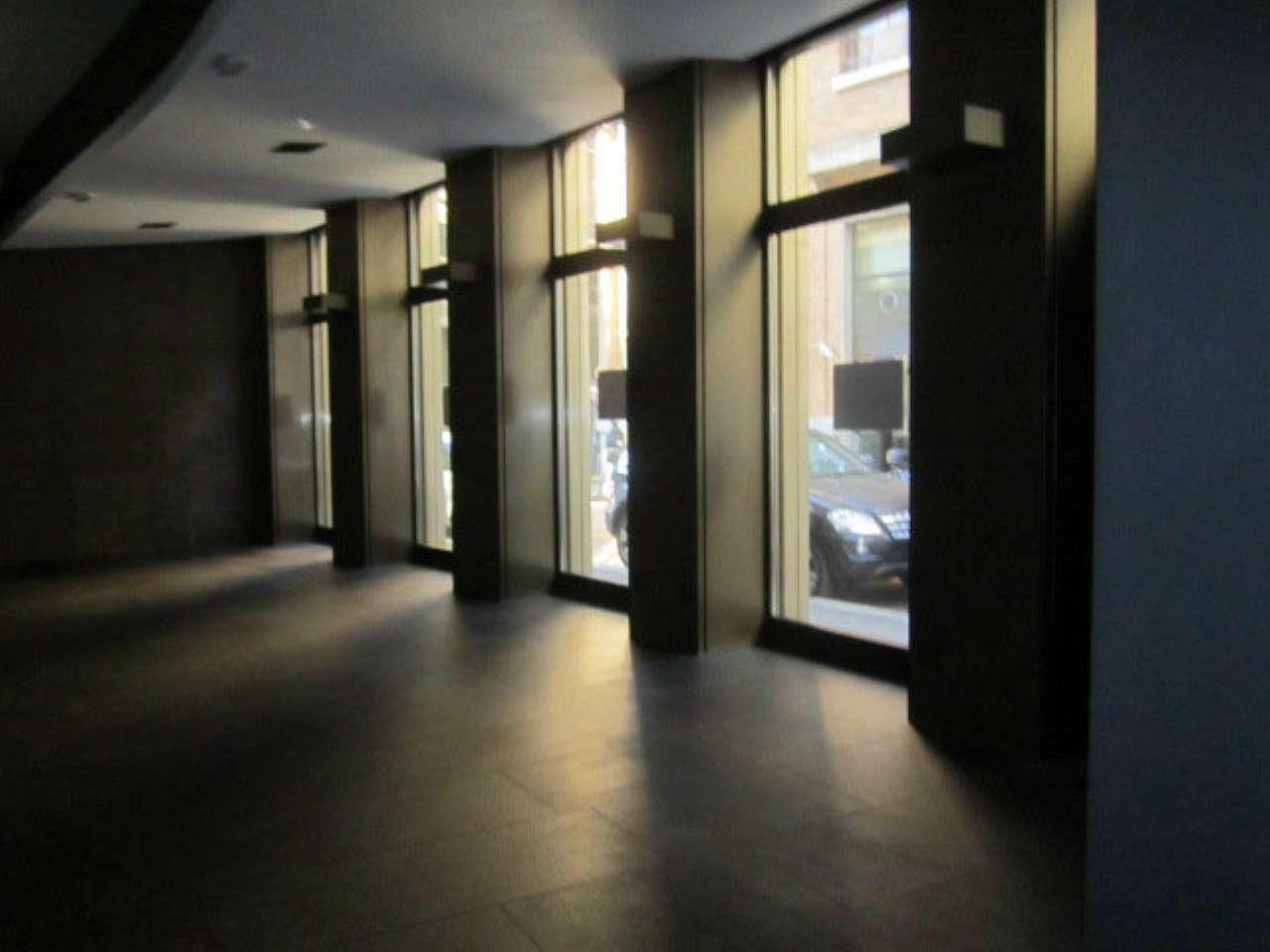 Centro storico - Ampio negozio con più vetrine fronte strada e cortile esclusivo, foto 3