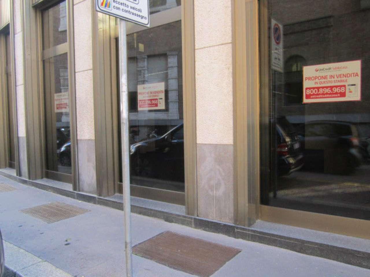 Centro storico - Ampio negozio con più vetrine fronte strada e cortile esclusivo, foto 0