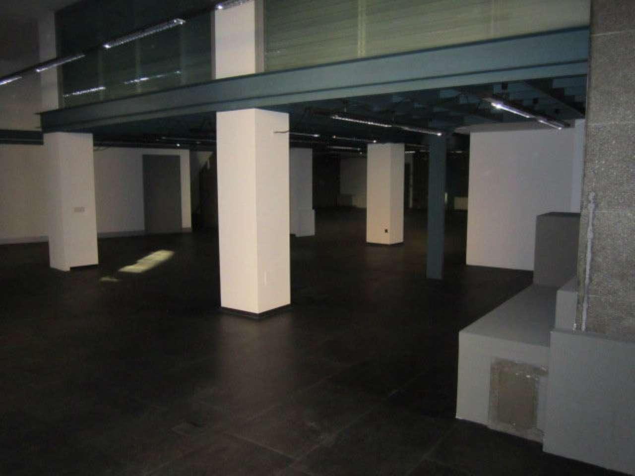 Centro storico - Ampio negozio con più vetrine fronte strada e cortile esclusivo, foto 13