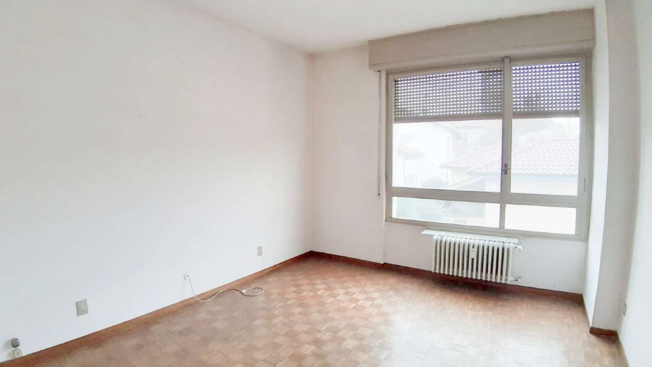 Appartamento con balconi e cantina, foto 0