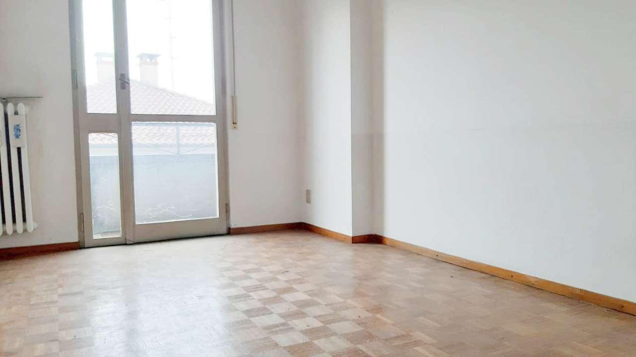 Appartamento con balconi e cantina, foto 4