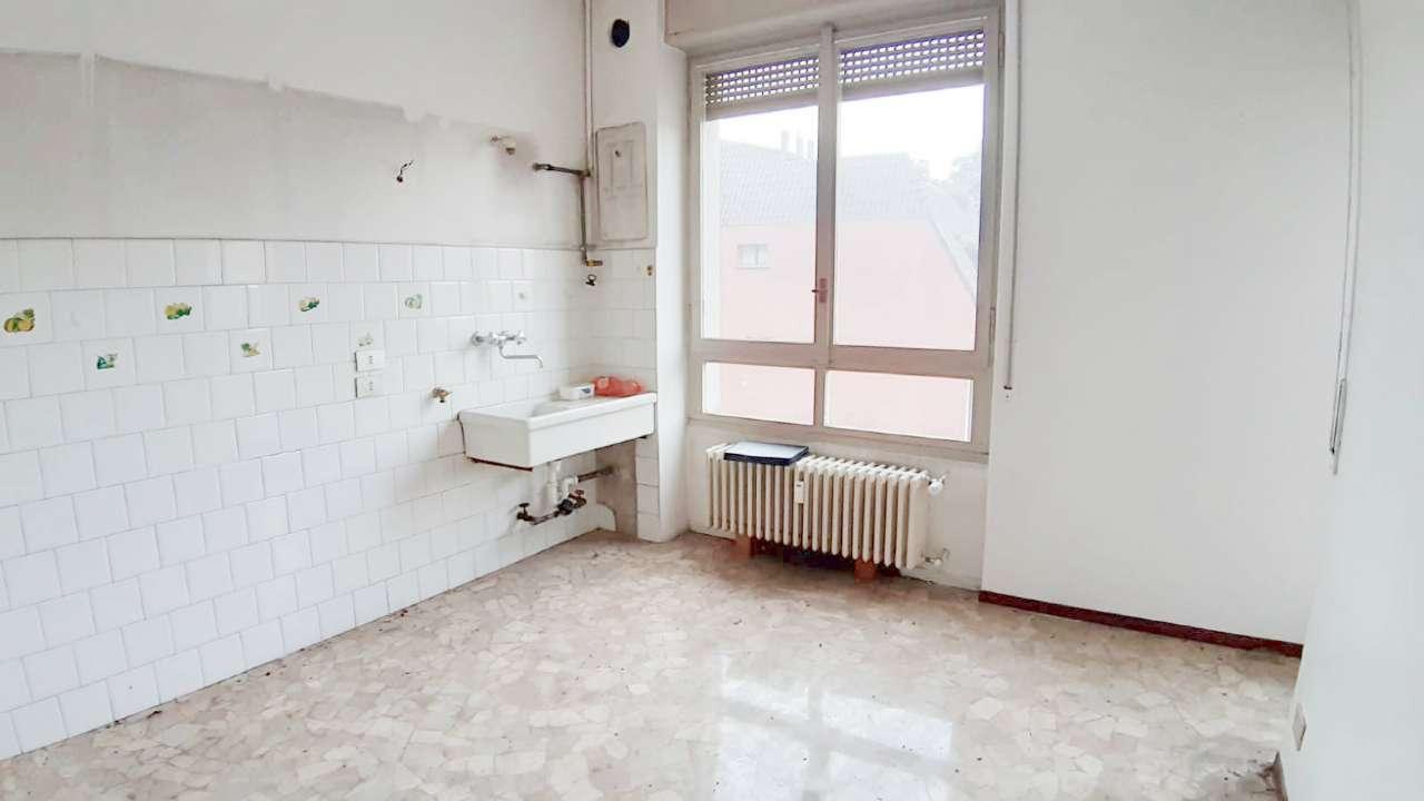 Appartamento con balconi e cantina, foto 2