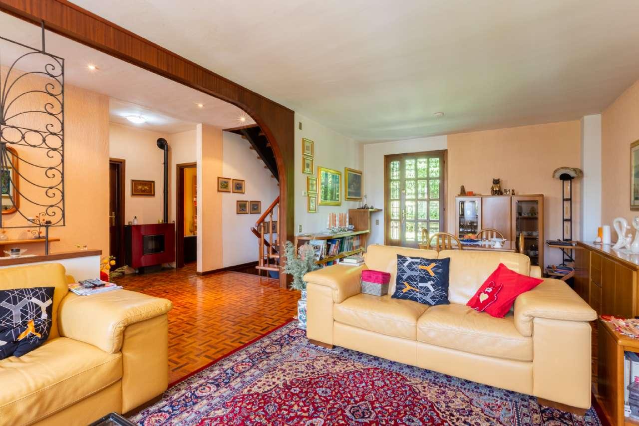 Carimate - Prestigiosa villa nel residenziale del Golf, foto 1