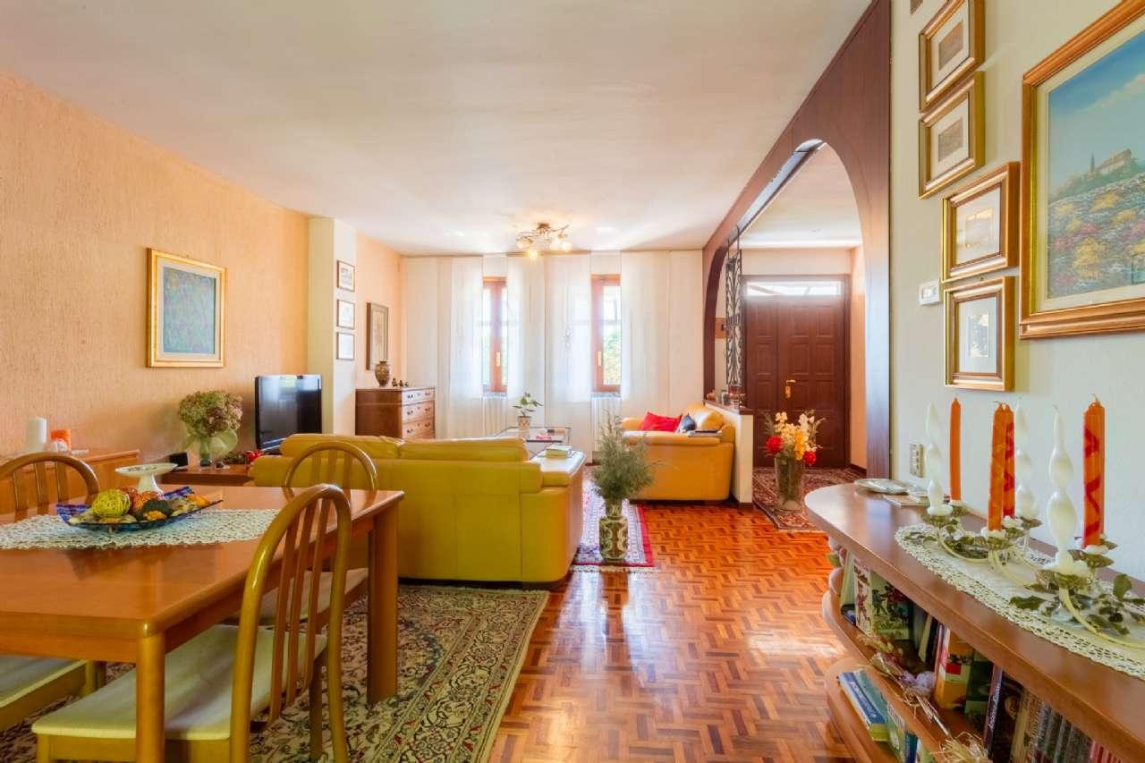 Carimate - Prestigiosa villa nel residenziale del Golf, foto 2