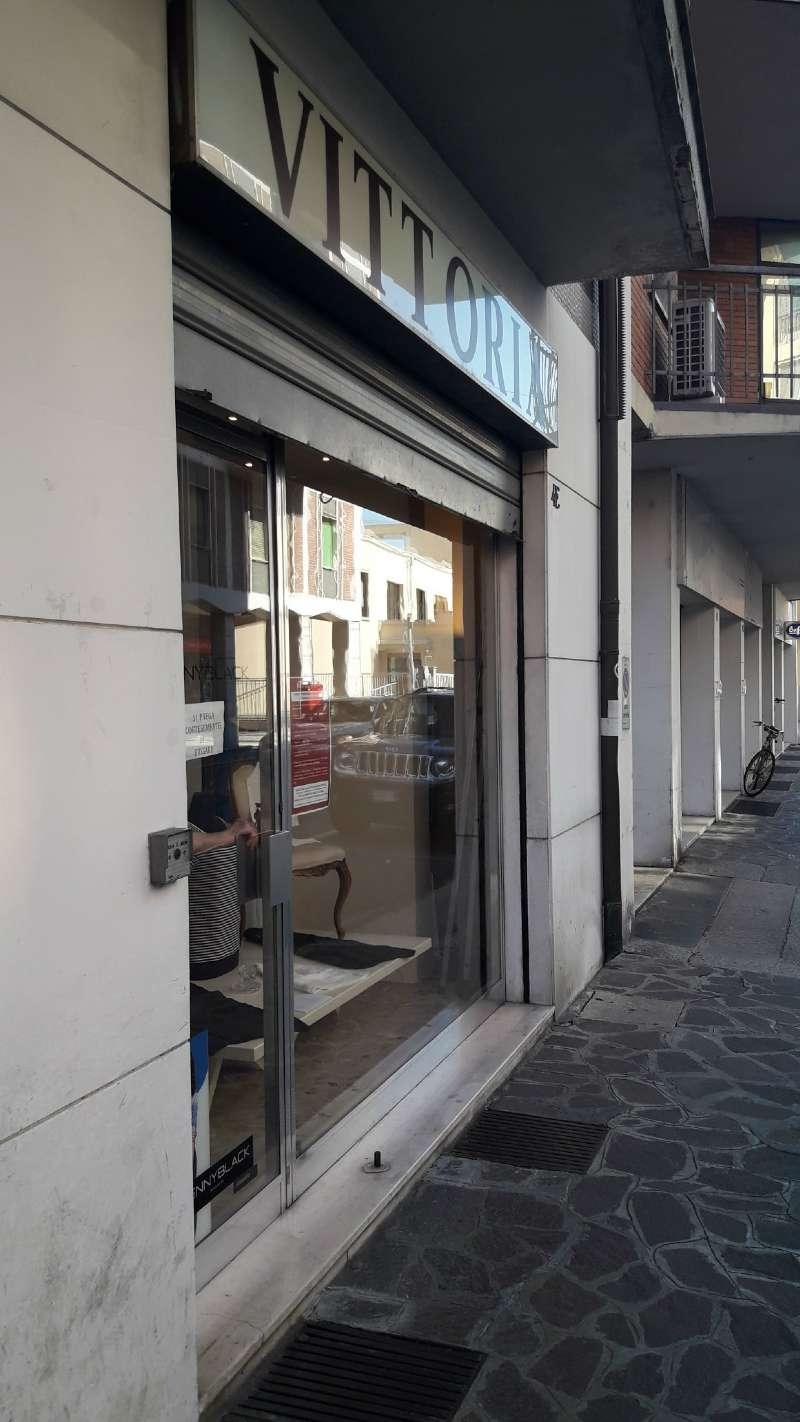 Negozio, Via Ivanoe Bonomi, zona centro, Mantova, foto 0