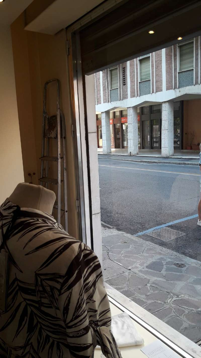 Negozio, Via Ivanoe Bonomi, zona centro, Mantova, foto 5