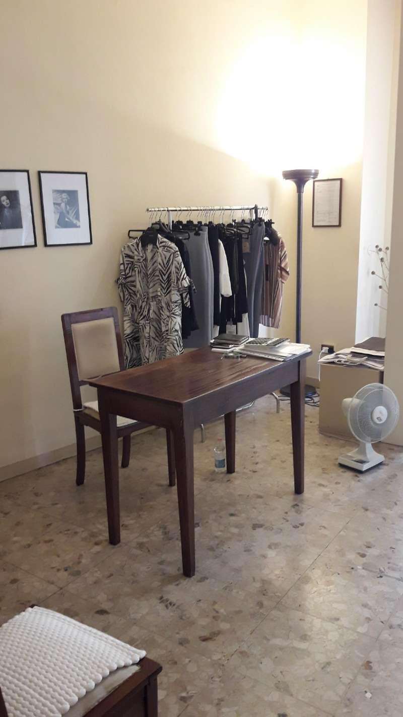 Negozio, Via Ivanoe Bonomi, zona centro, Mantova, foto 6