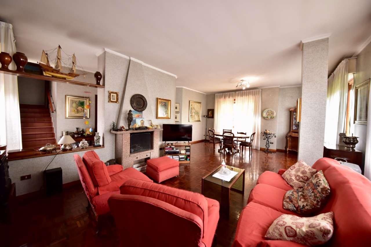 Villa trifamiliare, Via Simone Martini, Centro, Pioltello, foto 1