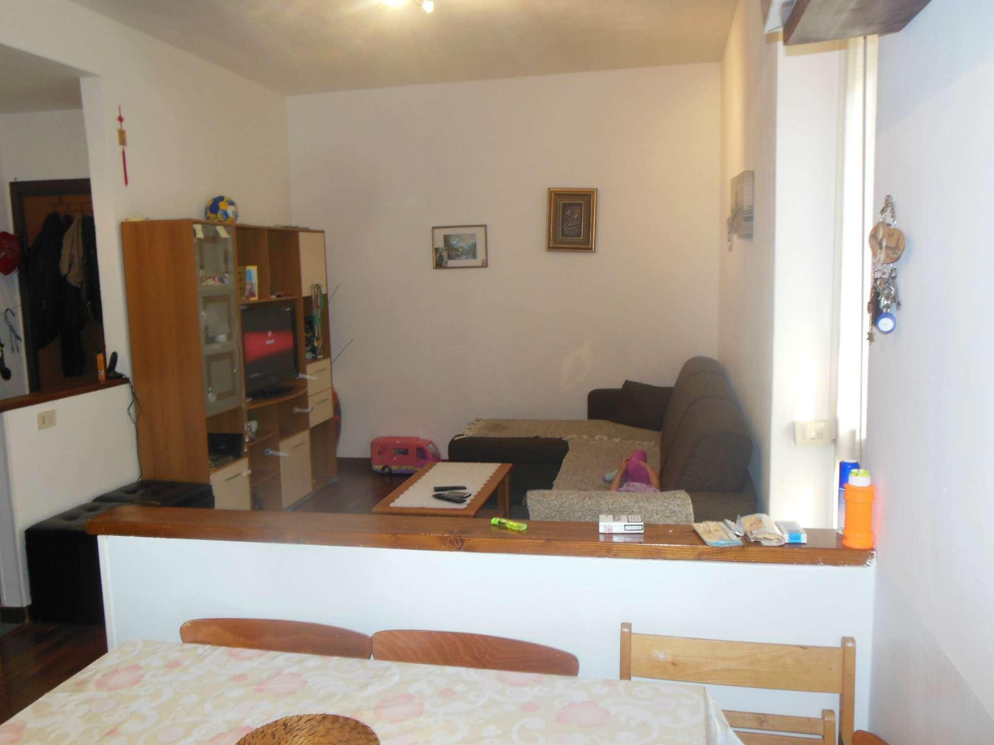 Appartamento in buone condizioni arredato in vendita Rif. 7893000