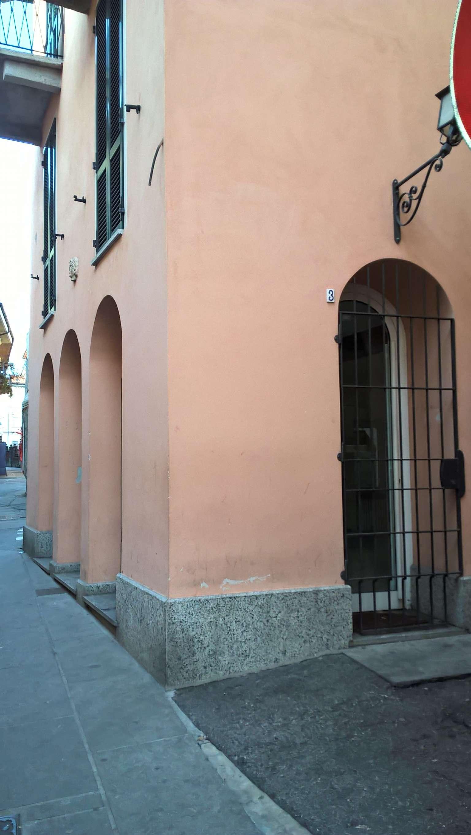 Negozio - Loc.Com. VERBANIA vendita   Fusari  angolo pzza S.Rocco UniCredit SubitoCasa - Nord Ovest